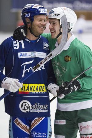 Johan Esplund och Ted Bergström inför VSK–Villa Lidköping i ABB Arena på alla hjärtans dag. Bortalaget vann med 5–2.