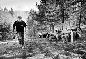Militär träning i Karlslundskogen.