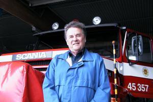 Ulf Jonson är tillbaka där han började. Han vårdar brandbilarna i brandstationens stora garage. Det är ett sätt att trappa ner inför pensioneringen. Sedan tänker han ta en time out och ägna sig åt familj, motion, hus och resor.