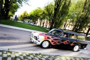 ELD. Har man inte sett eldslågor längs en bil har man inte varit på cruising.