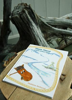 För de barn som kan läsa är boken en skatt. Den har fantasifulla rena bilder berättelserna är hämtade från vardagen ur en renkalvs perspektiv.
