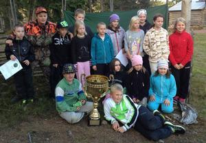 Här är de duktiga knattedragarna i Brunnsbergs IF som deltog i avslutningen för dem i Brindbergs fäbodar.