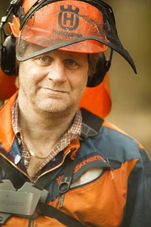 Hans Andersson är mångsysslande egenföretagare, röjt under elledningar har han gjort i nästan tio år.