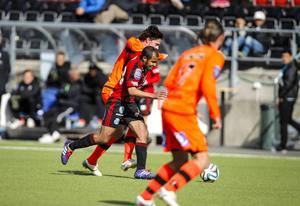 Alex Dyer gjorde nog sin bästa match på ÖFK-mittfältet.