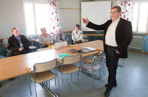 Landstingsrådet Sören Bertilsson (S) berättade om hur landstingsledningen jobbar med vårdens bästa för ögonen. Foto: Daniel Patino Flor/DT
