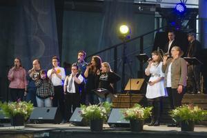 Ellinore Holmer och Theresia Widarsson sjöng Kent-låten
