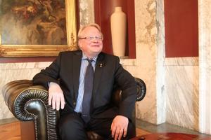 Dala-Demokraten träffade Peter Hultqvist på Försvarsdepartementet för ett samtal om den första tiden som minister.