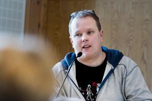 Fredrik Skoglund (S), ordförande i miljö- och byggnämnden håller inte med Peter Nordebo i frågan.