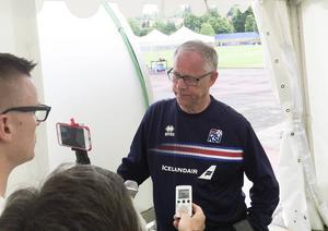 Islands förbundskapten Lars Lagerbäck möter media inför landslagets träning i franska Annecy. Arkivbild.