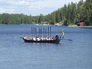 Kyrkbåtsrodd har blivit ett uppskattat inslag vid midsommarfirandet i Forsa.