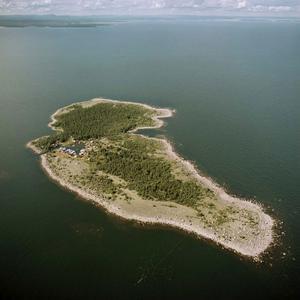 Prästgrunde är den ö som ligger längst ut i havet i Söderhamns norra skärgård.