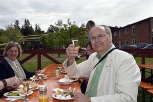 Så här firade Peter Egardt under bröllopet.