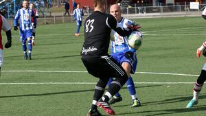 Målskytt. Victor Berg gjorde 2-0 målet. Christan Gauffin Eriksson, i bakgrunden, satte första målet.