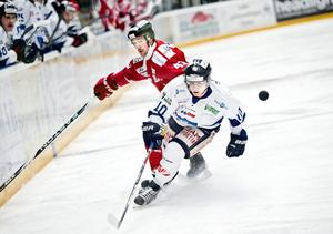 Jens Skåhlberg i Örebrotröjan mot Bik. Numera i Bik.