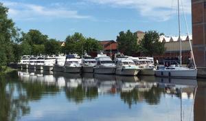 Bilden är från hamnen i Enköping nu på förmiddagen.