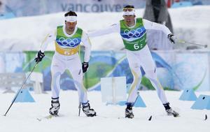 Olsson, till höger, växlar över till Anders Södergren under den klassiska stafetten på OS i Vancouver 2010. Sverige vann guldet och stafettherrarna fick senare motta Bragdguldet 2010.