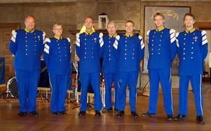 Musikerna från vänster: Sören Sandström, Annika Othzén Jerner, Erik Holmgren, Ove Skoglund, Mats Linderdahl, Joel Jerner och Lars Ericson. Bilden är tagen i Rikssalen på Karlberg på lördagen.