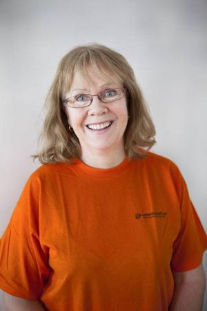 Aina Linell har precis börjat arbeta inom Veterankraft och har gjort sitt första besök hos en kund som vill ha hjälp med städning.
