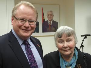 Lisbet Palme tog emot maken Olof Palmes postuma utmärkelse.