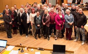 29 av 31 fullmäktigeledamöter samlades för en gruppbild efter fullmäktigemötet.