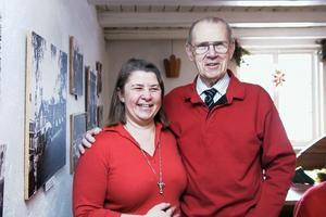 Gun-Marie Swessar hjälpte Kenneth Häresten med att finna namnen på hans morfar och mormor, när han besökte Ol-Anders förra gången.