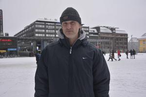 Valeri bor i dag i Helsingfors där han jobbar som brevbärare.