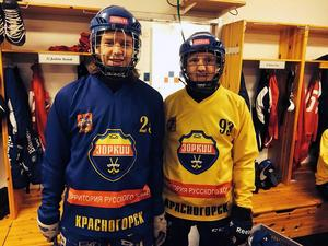 Eric Ringblom (till vänster) tillsammans med Albin Rönnqvist – lillebror till Villa Lidköpings Linus Rönnqvist som blev klar för Gripen Trollhättan i våras. Bilden togs i samband med träningslägret med Zorkij i Edsbyn.