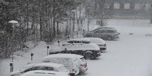 Så här såg det ut utanför DD:s redaktion på Ingarvet vid 13-tiden på torsdagen. Foto: Eric Salomonsson