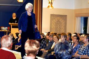 Modevisning i Laxå. 180 personer tittade på modevisningen i Casselgården på onsdagskvällen. Nästan hela publiken utgjordes av kvinnor.