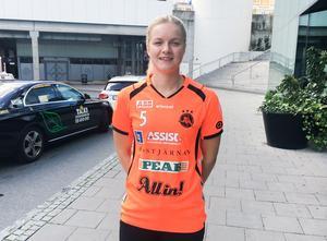 Elin Björkman är öppen med att hon drömmer om att etablera sig i landslaget.