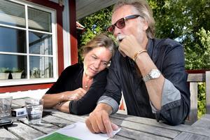 Vi lever! Anja Landgré och Kenneth Risberg fick inget med sig när de flydde från branden. Det fanns inte tid att tänka på plånböcker, telefoner eller något annat. Det handlade bara om att överleva.
