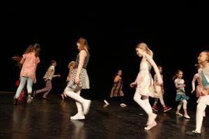 Eleverna från Kulturskolan har sett fram emot att visa danserna dem arbetet med under terminen.