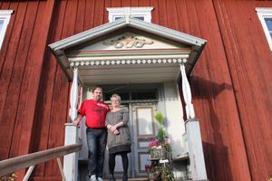 Drömmen har alltid funnits att driva affär i egna lokaler. För några år sedan funderade jag på att vi skulle köpa Öjevillan, säger Rose-Marie Söderberg som tillsammans med Rolf Söderberg har köpt hela Panes.