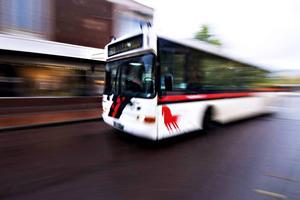 Kollektivtrafiken spräcker budgeten i Falun. Nu har fullmäktige sagt ja till en ny modell för finansiering. En förhoppning är bättre samordning mellan kommunerna.