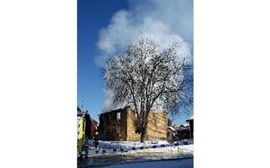 Brandröken steg och lade sig i ett skikt över Orsa.