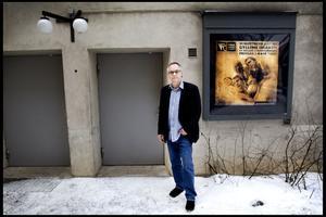 En dramaturg kallas ibland för textens försvarsadvokat, en beskrivning som Per Holm instämmer i till viss del. Gyllene draken av den världsberömda dramatikern Roland Schimmelpfennigs har i morgon premiär på Folkteatern i Gävle.