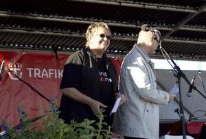 Kommunfullmäktiges ordförande Margareta Berg Kjellin, M, var en av invigningstalarna. Här tillsammans med Ingemar Frej, Trafikverkets regionchef.