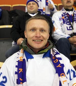 Oleg följer sitt lag Bajkal Energy i den ryska ligan. Nu är han för första gången i Sandviken för att se laget delta i World Cup
