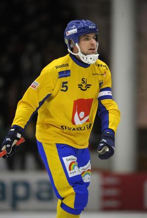 Andreas Westh, lagkapten i det svenska bandylandslaget, ska styra sina styrkor mot en ny VM–final mot Ryssland. Först ska besegras i dagens semifinal.