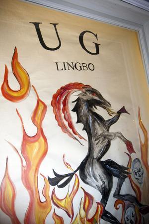 Affischen visar att här finns den nya ungdomsgården i Lingbo.