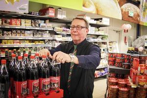 – Generellt sett är det förbannat bra människor som har kommit hit, säger Kjell Nyberg, butikschef på Konsum.