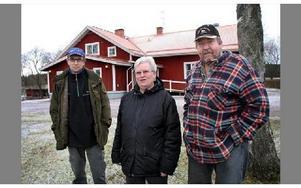 Christer Ring, Ruth Lindgren och Stig Lindgren har alla varit delaktiga i arbetet med att förse Åsgarns bygdegård med ett mer miljövänligt uppvärmningssystem, och på lördag är det nyinvigning för bygdegården.FOTO: MIKAEL ERIKSSON