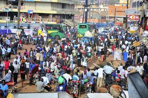 Befolkningen ökar mer än väntat i Afrika och länder som Pakistan. Bilden är från Uganda.