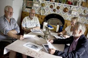 Torbjörn Bärnevåg, Svenerik Andersson, Barbro Strömberg och Johnny Strömberg är alla med i Skinnskattebergs hembygdsförening där man jobbar mycket med att bevara kommunens historia på olika vis.