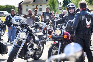 Uppemot tvåhundra motorcykelfantaster från hela Sverige samlades i Delsbo.