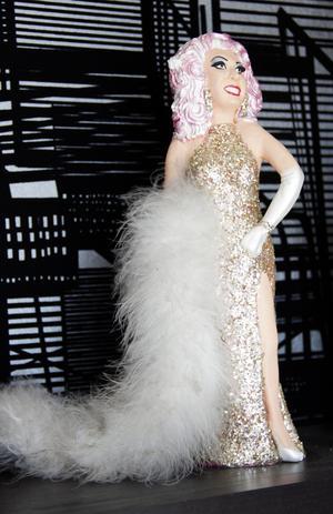 Babsan i glittrande Supremes-klänning är en gåva från självaste Mary Wilson.