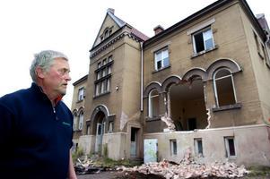 Ola Malm vill föra upp diskussionen om värdet av att bevara gamla hus till en annan nivå än vad som han anser ofta är fallet.