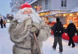 Tomten, alias Joachim Nässil, är ovanligt nöjd med inramningen till årets julmarknad i Åre. Lördag blir den stora dagen, tror han.