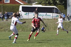 Rasmus Eriksson var ständigt på språng i matchen mot Anundsjö som Valbo vann med 4–1. Han gjorde 2–1 på en straff och visade vägen till den här viktiga trepoängaren.
