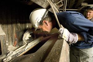 Vid Iggesund Paperboard repareras en av två stora sodapannor,